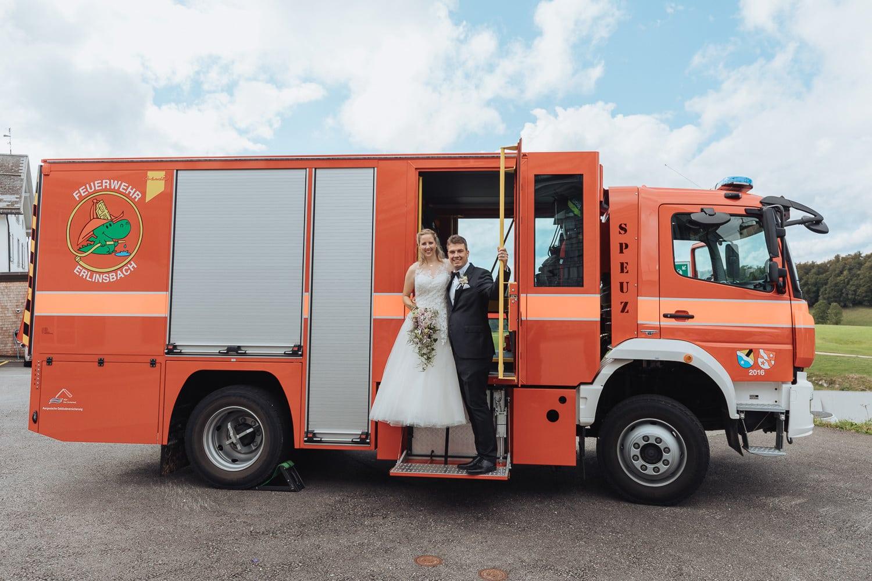 Feuerwehrauto Brautpaar Hochzeit