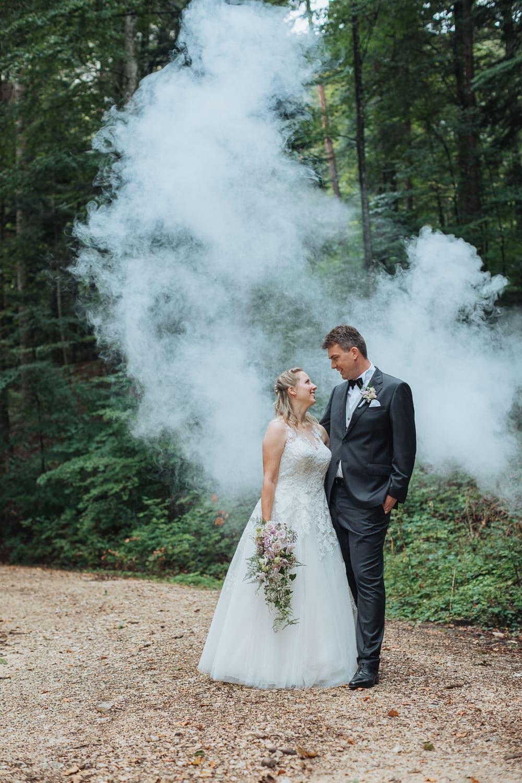 Paarfotos Hochzeit Wald Nebel Weissenstein