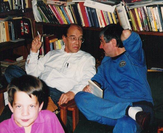 Cornets de Groot, Hans Dütting en diens zoontje bij Dütting thuis, Gagny, Frankrijk, ± 1985.