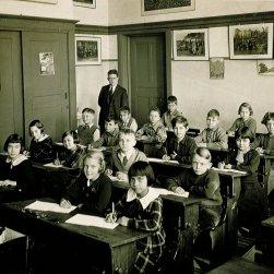 Schoolklas met Maud links vooraan.
