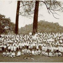 Onderschrift: 'Fraterschool te Padang'