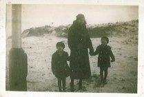 Loes, Dicky, Rudy in Nederland (Bosjes van Poot?)