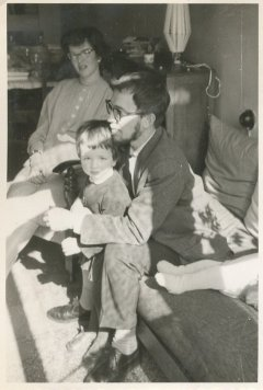 """Met Willy, Andrea en Saskia. """"Eind april 1960 bij 't afscheid van Anke + Berry"""""""