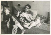"""Met Andrea en Saskia. """"Eind april 1960 bij 't afscheid van Anke + Berry"""""""