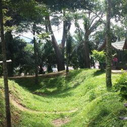 Fort de Kock, bij Bukkitingi, iets boven Padang, met Minangkabaus huis.