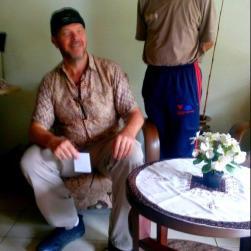 Met mr. Djodi, eigenaar van het guesthouse.