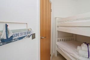 Doyden holiday apartment Cornwall Ocean Blue twin bedroom