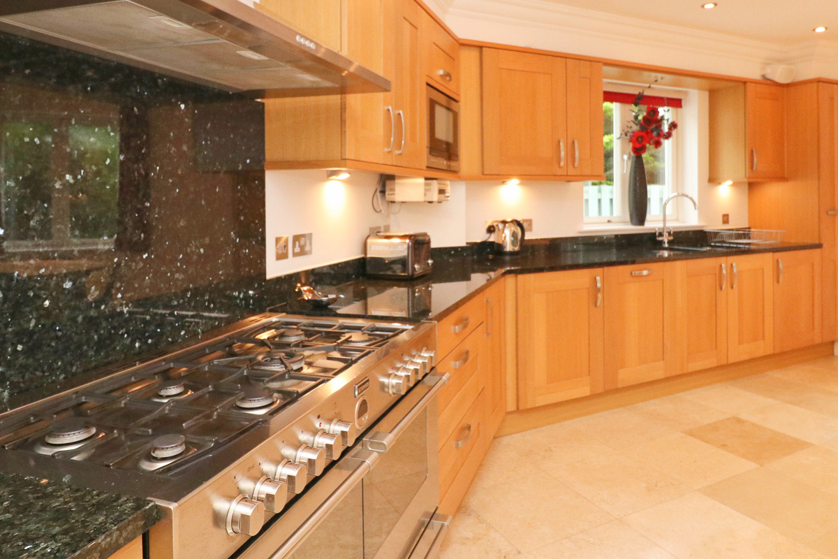 Gulland Ocean Blue holiday apartment kitchen accessories