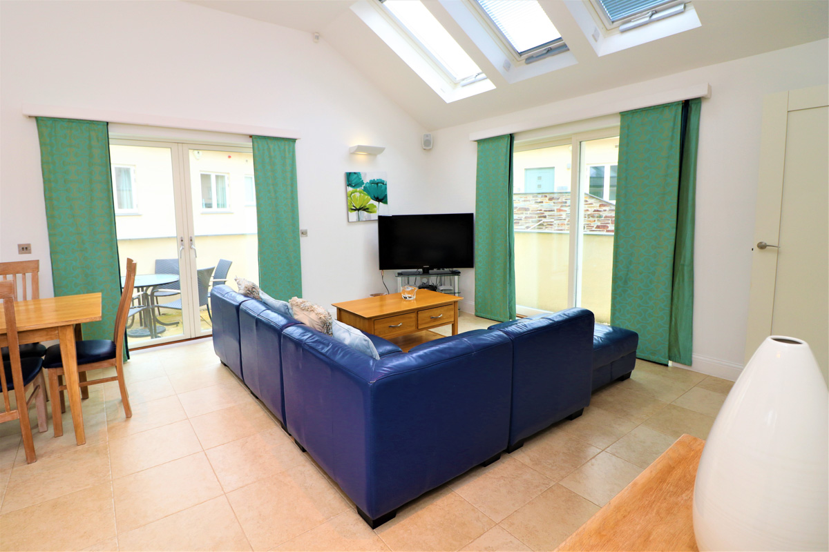 Bedruthan Holiday Cottage lounge