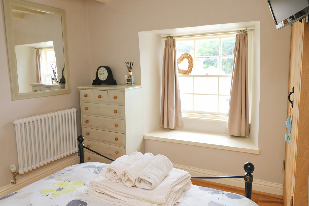 character holiday cottage in Padstow master bedroom
