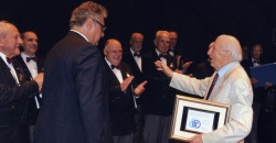 premiazione del maestro Policardi