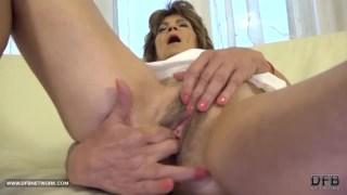 Velha arrombada porno negro roludo no sexo anal