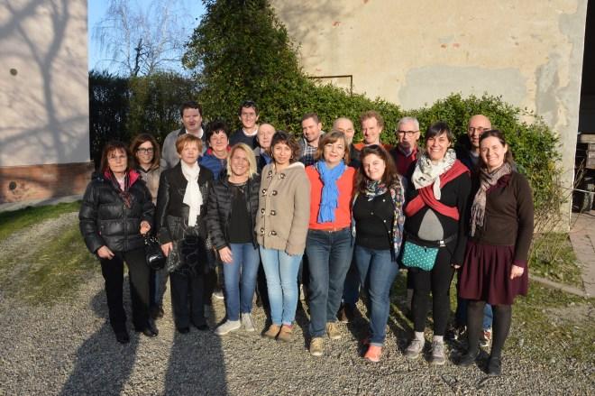 """Il gruppo di coristi in partenza per la Val Pusteria: coro di Viarolo e coro interculturale di Parma """"Shosholoza"""""""
