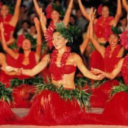 French_Polynesia_Female_dancers_de9536f8365a44d8902617560ea6718e