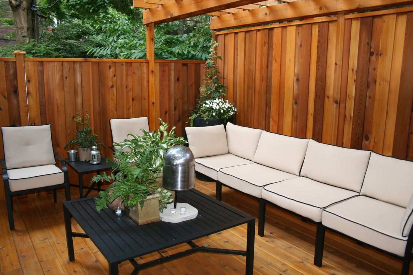 Deck With a Privacy Wall
