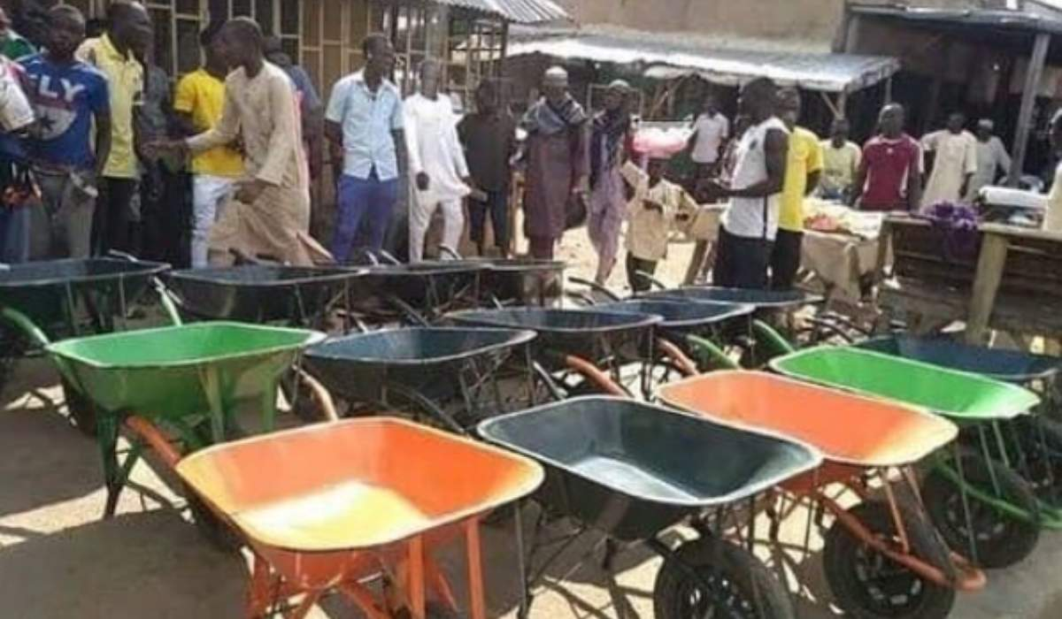 APC Law maker gives wheelbarrows to youths as constituency project in Taraba (Photo)