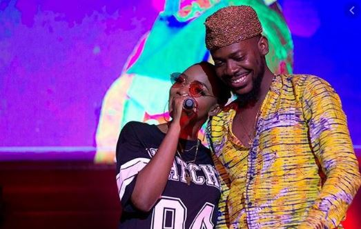 Simi's mother calls out Adekunle Gold for not completing her dowry