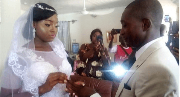 Nigerian couple hold their wedding inside their sitting room due to lockdown