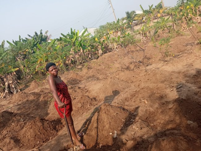Lovely couple goes to work on their farm on Valentine's day (photos) 3