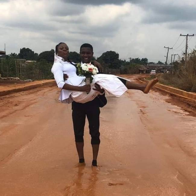 Newly wedded couple celebrate honeymoon on terrible road in Imo state
