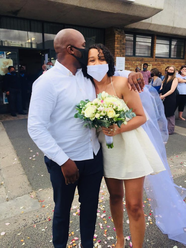 Couple hold simple wedding without family and guests - Photos