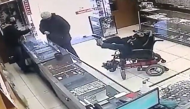 Man with no arms caught on tape robbing jewelry store with a gun (Video)