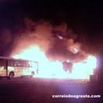 Fogo destrói ônibus escolares de Surubim