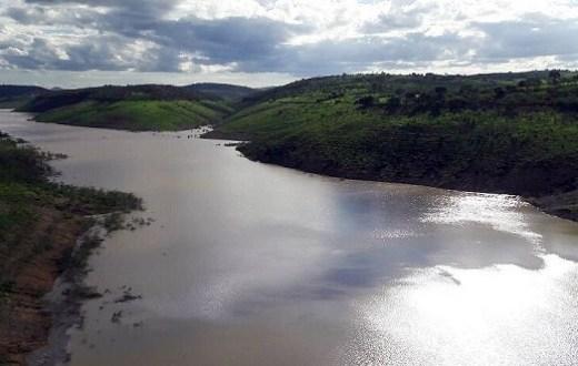 Cor da água fornecida pela Barragem de Jucazinho deve ser normalizada até esta sexta-feira (15), diz Compesa
