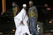 Ex-presidente da Gâmbia deixa país