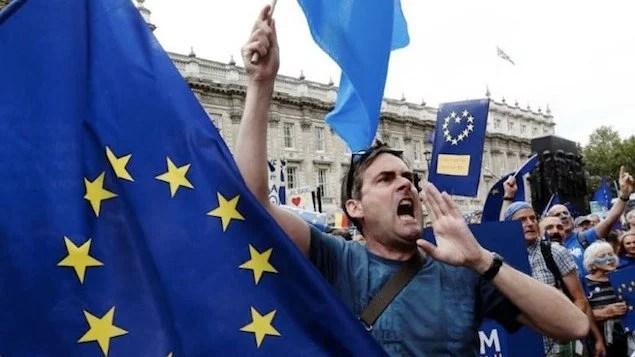 Manifestantes protestam em Londres por manutenção de direitos após Brexit