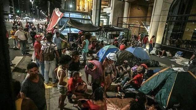 MTST ocupa Avenida Paulista sem prazo para levantar acampamento