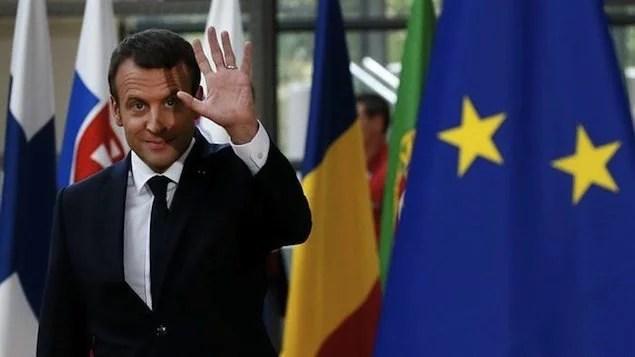 Macron renova gabinete após onda de renúncias