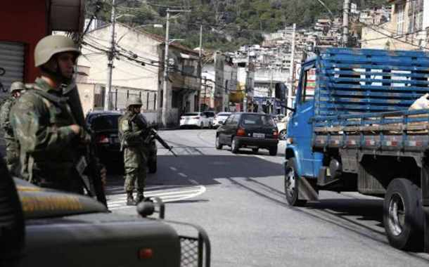 Forças Armadas atuarão no Rio até o final de 2018, diz ministro