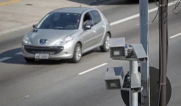 Mais de 230 mil condutores desrespeitaram a velocidade média em SP