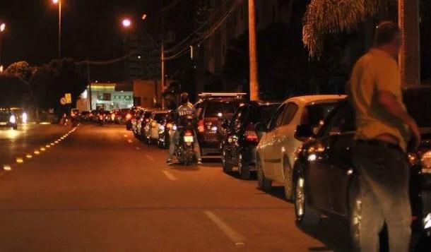 População faz fila nos postos de combustíveisem Brasília