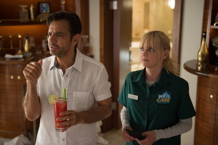 New OVERBOARD Featurette with Eugenio Derbez and Anna Faris