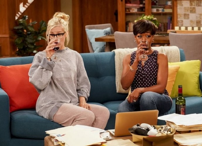 CBS' The Neighborhood | New Hilarious Clip