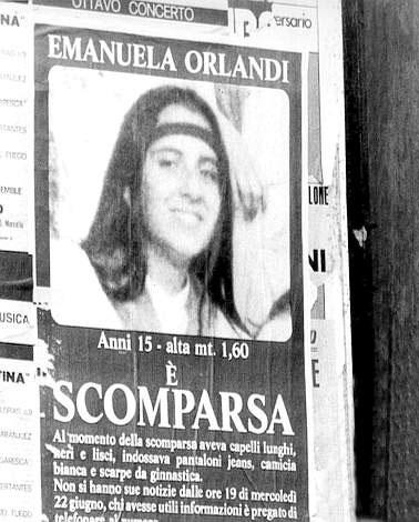 Il manifesto di Emanuela Orlandi, la ragazza 15enne misteriosamente scomparsa a Roma nel 1983 (Ansa)