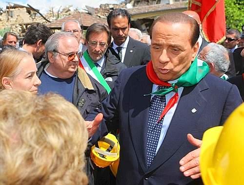 Il presidente del Consiglio Berlusconi prende parte ad Onna alle celebrazioni per il 64° anniversario della Liberazione (Emmevi)