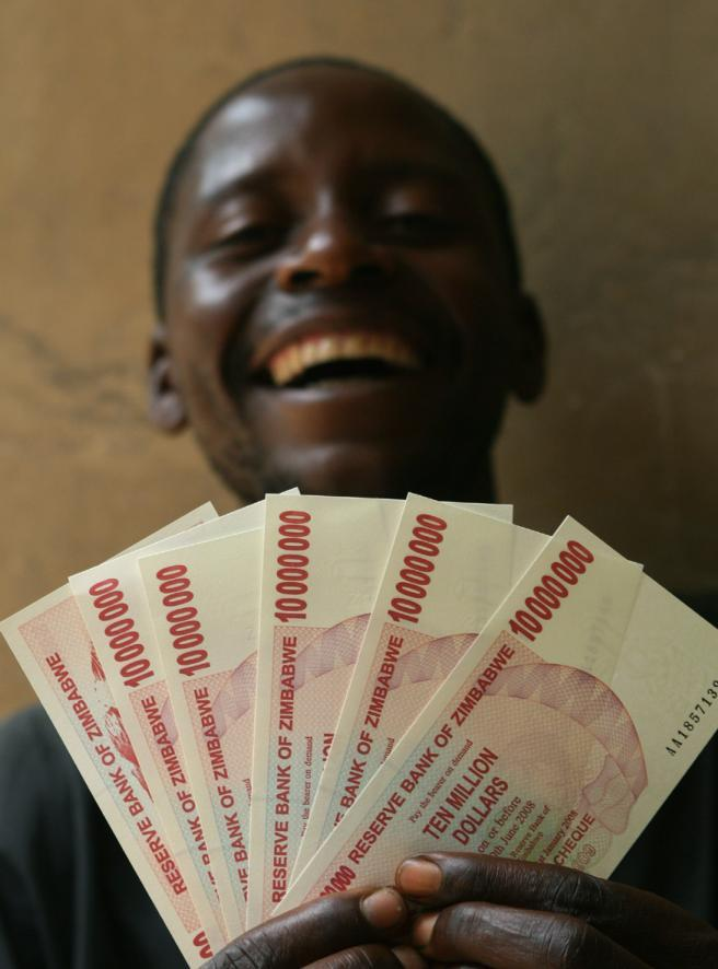 Banconote da 10 milioni Zimbabwe al collasso Corriere
