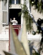 Il Papa in San Pietro (Ansa)