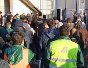 L'assemblea a Fiumicino degli addetti Alitalia al carico e scarico bagagli (Ansa)