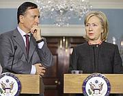 La Clinton con il ministro Frattini (Ap)