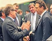 Il ministro dell'Interno Roberto Maroni a colloquio con il ministro dell'Interno tedesco Hans Peter Friederich (Afp)