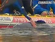 Un momento delle operazioni di soccorso del balenottero Colin (frame da Corriere tv)