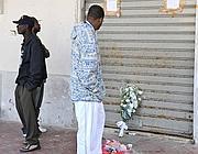 Un mazzo di fiori sulla scena del crimine  (Controluce)