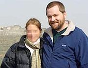 Tom MacMster (foto con la moglie) confessa di aver scritto tutti i post: Amina non è mai esistita