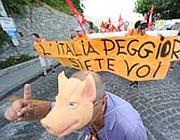 Protesta dei precari a Ravello (Ansa)