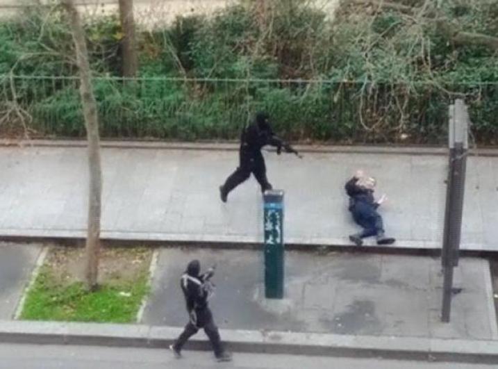 Parigi, assalto a Charlie Hebdo Strage in redazione, 12 morti - Corriere.it