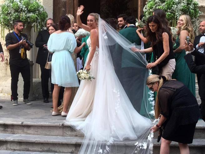 Lecce il matrimonio di Cristel Carrisi Lemozione di pap